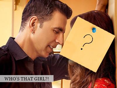 Akshay Kumar is seen romancing a Newbie!