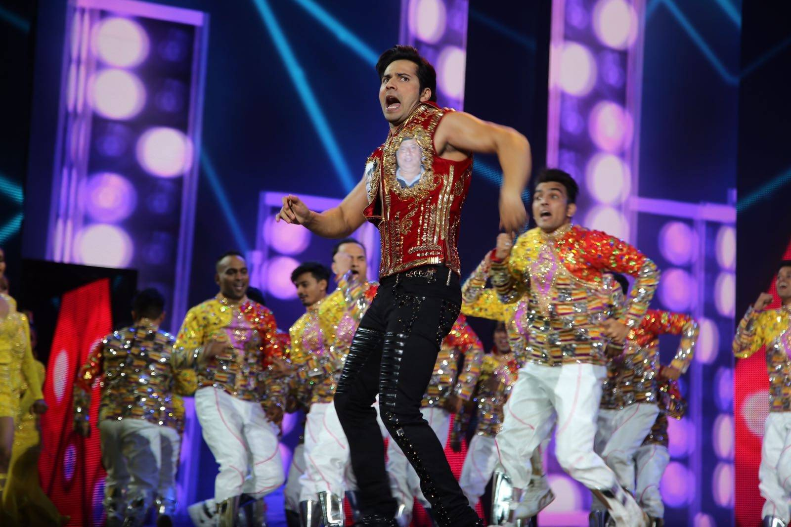 Salman Khan and Varun Dhawan dance to the iconic Judwaa song